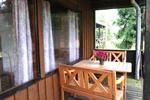 Veranda mit Sitzgelegenheit des rustikalen Ferienhauses für den Familienurlaub in der Lüneburger Heide